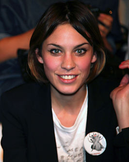 Alexa Chung op de London Fashion Week in 2009