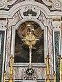 Altare maggiore con Crocifisso.jpg