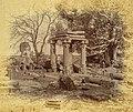 Ancient Eran temple ruins, Madhya Pradesh.jpg