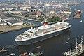 Ankunft der Queen Mary 2 in Hamburg - panoramio - Arnold Schott (2).jpg