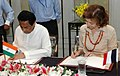 Anne Marie Idrac and the Union Minister for Commerce & Industry, Shri Kamal Nath signing of the Indo-French Joint Committee Meeting Protocol, in New Delhi on September 16, 2008.jpg