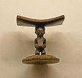 Appui-nuque à cariatide Songye-Musée royal de l'Afrique centrale.jpg