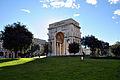 Arco di trionfo Piazza della vittoria.jpg