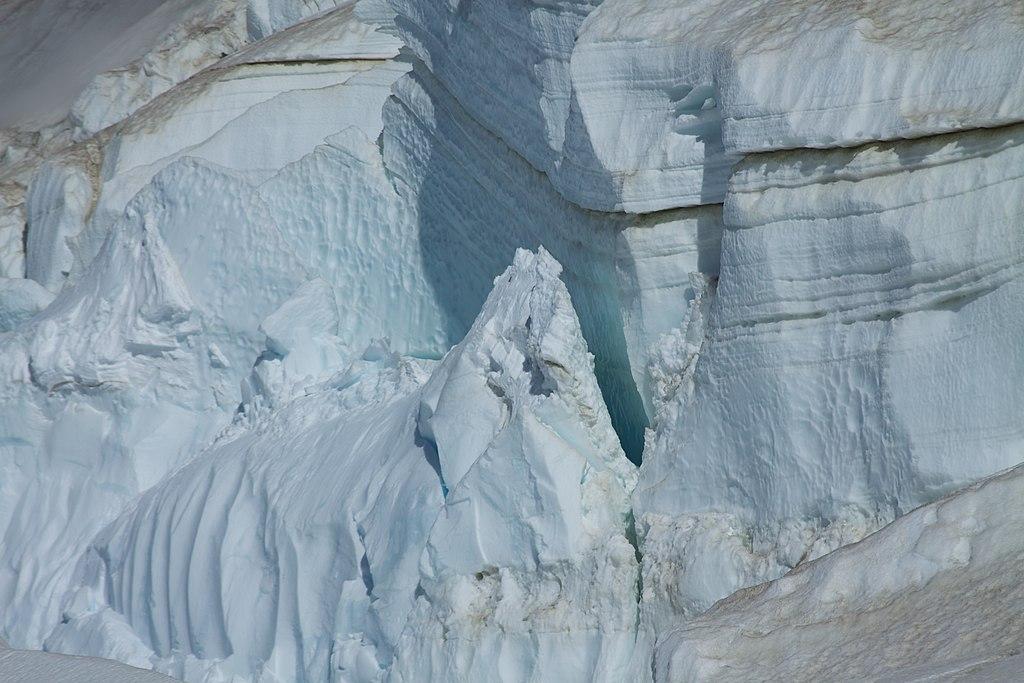 Argentina - Monte Tronador Ascenso - 49 - paredes de hielo (6816364760) .jpg