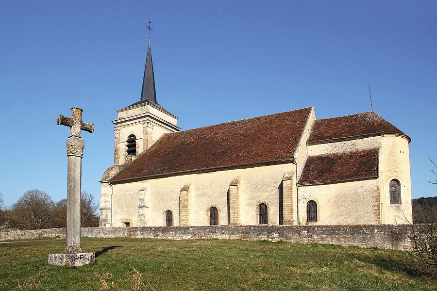 Église d'Asquins côté sud et abside