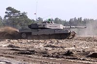 Austrian Leopard 2A4 tanks, Strong Resolve 2002.JPEG
