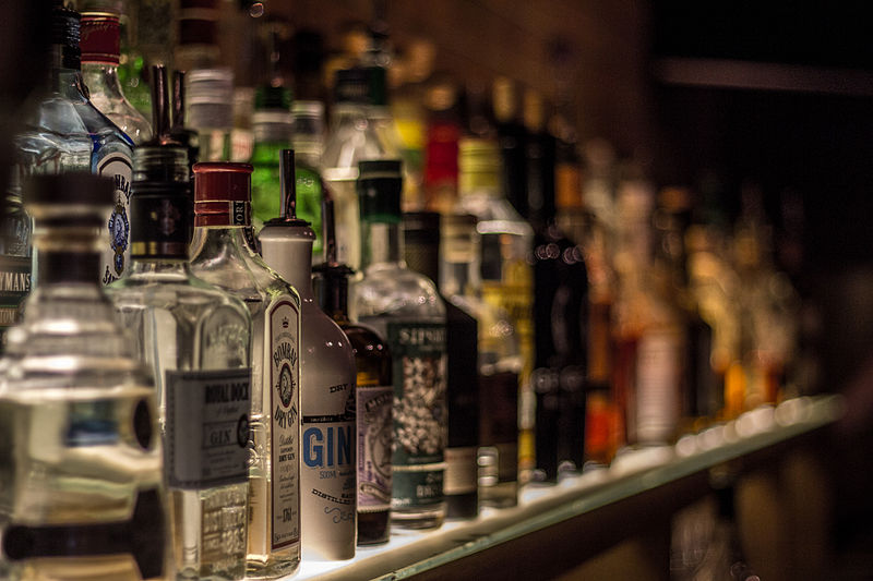 File:Backbar with various bottles.jpg