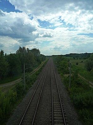 Munich East–Munich Airport railway - Line at Hallbergmoos, looking towards Munich
