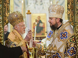 Orthodox Church of Ukraine - Patriarch Bartholomew (left) handing the tomos to Metropolitan Epiphanius (right)