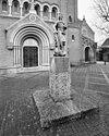beeld van de heilige michaël voor ingangspartij - roosendaal - 20002649 - rce
