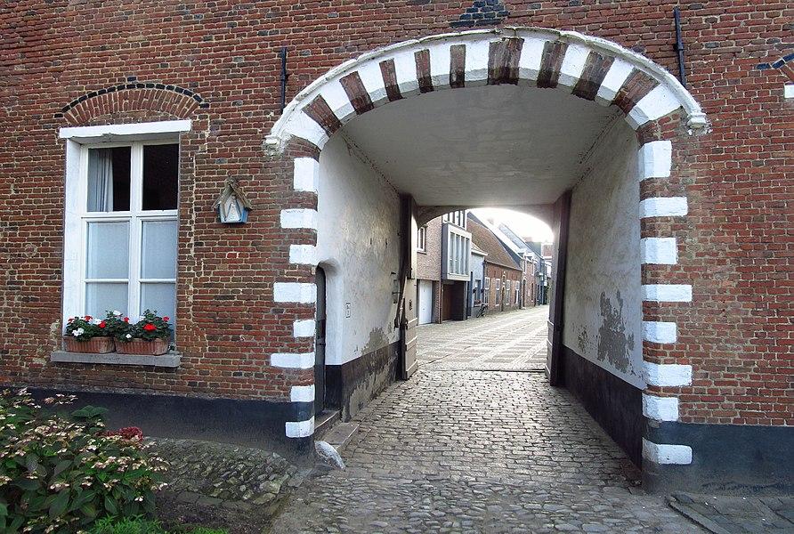 Begijnhof van Herentals - inkompoort vanuit het begijnhof