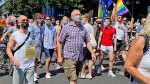 Файл:Berlin Pride - Save our Community, Save our Pride 01 of 2.webm
