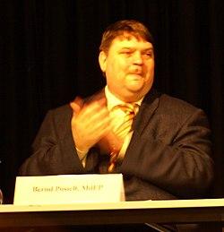 Bernd Posselt bei einer Kosovo-Podiumsdikussion in Tübingen (2008)