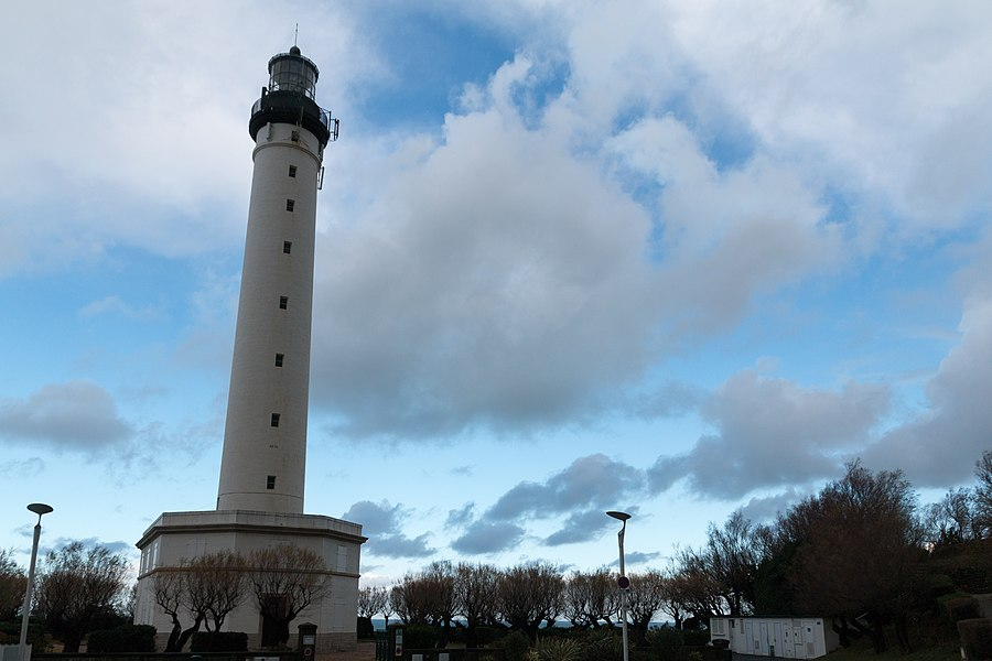 English:  The lighthouse of the Saint Martin cape.
