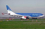 A330-200 letecké společnosti bmi se připravuje na vzlet z letiště Heathrow