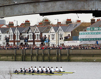 Barnes Railway Bridge - Image: Boat Race at Barnes Bridge 2003 Oxford winners