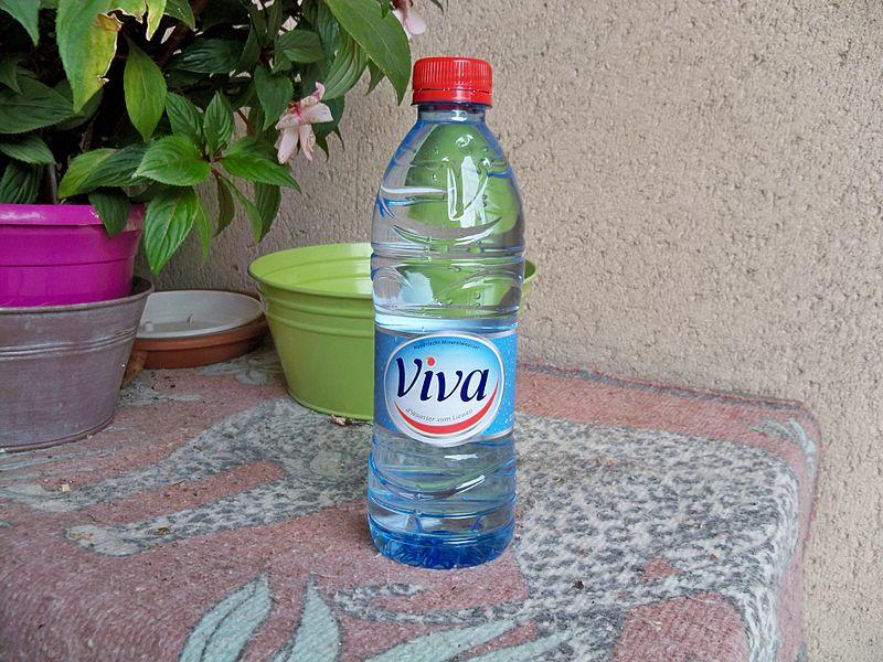 File:Bouteille d'eau Viva.jpg