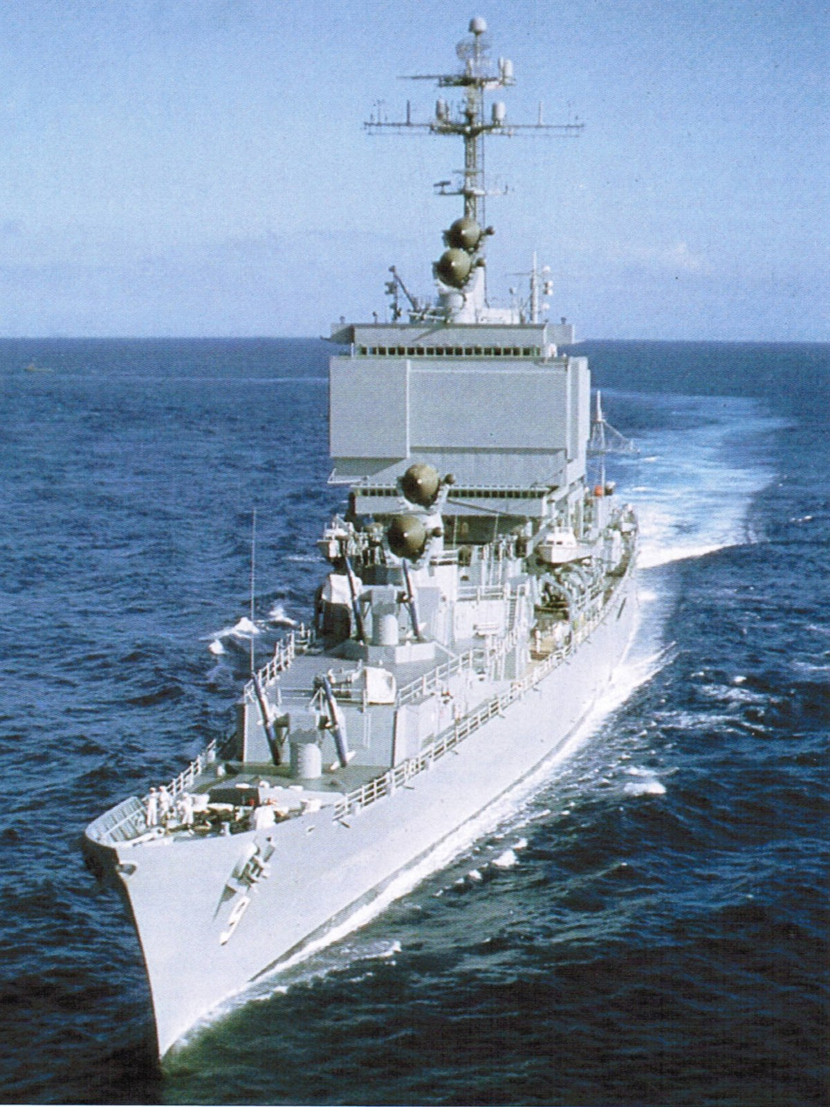 1200px-Bow_view_of_USS_Long_Beach_(CGN-9