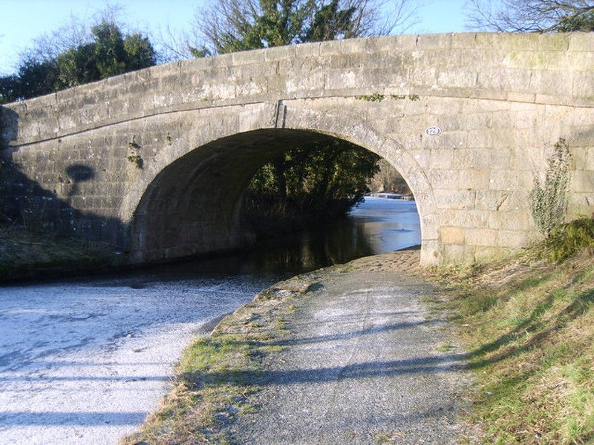 Bridge 129, Lancaster Canal - geograph.org.uk - 1654286.jpg