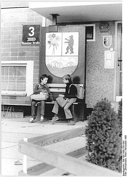File:Bundesarchiv Bild 183-1986-1201-003, Berlin, Ein Platz zum Verweilen.jpg