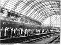 Bundesarchiv Bild 183-42328-0006, Dresden, Hauptbahnhof, Bahnsteig.jpg