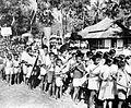 COLLECTIE TROPENMUSEUM Muziekkorps van Toraja kinderen met instrumenten van bamboe TMnr 10005902.jpg