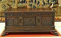 Caixa de fusta tallada amb motius vegetals i arcs de mig punt, Museu de Ceràmica de València.JPG