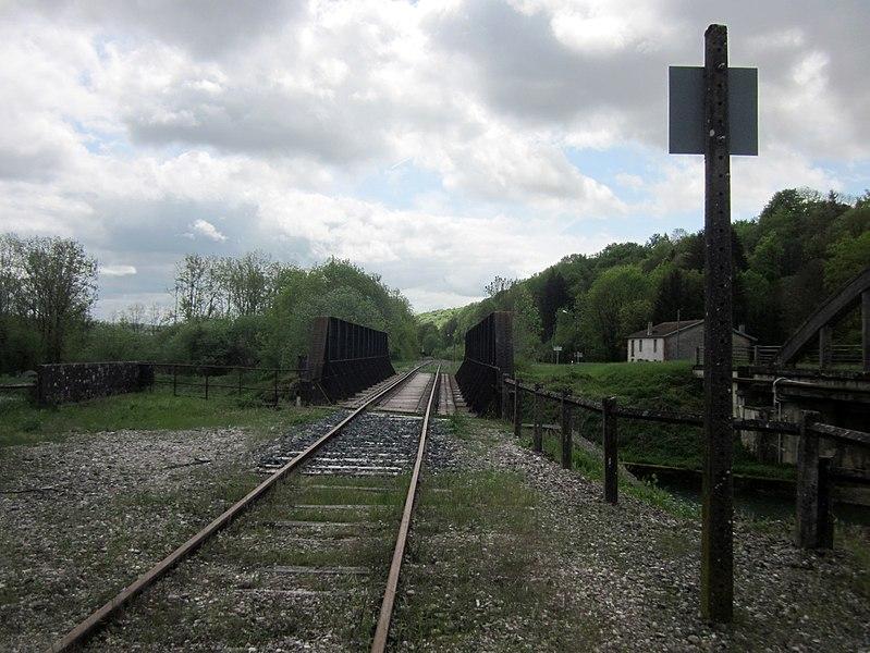Canal de la Marne au Rhin. Train bridge en RD 966 bridge at Menaucourt, southeast of Ligny-en-Barrois.