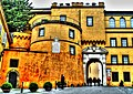 Castel Gandolfo, Albaner Berge, Provinz Rom -- Stadttor (8260171881).jpg