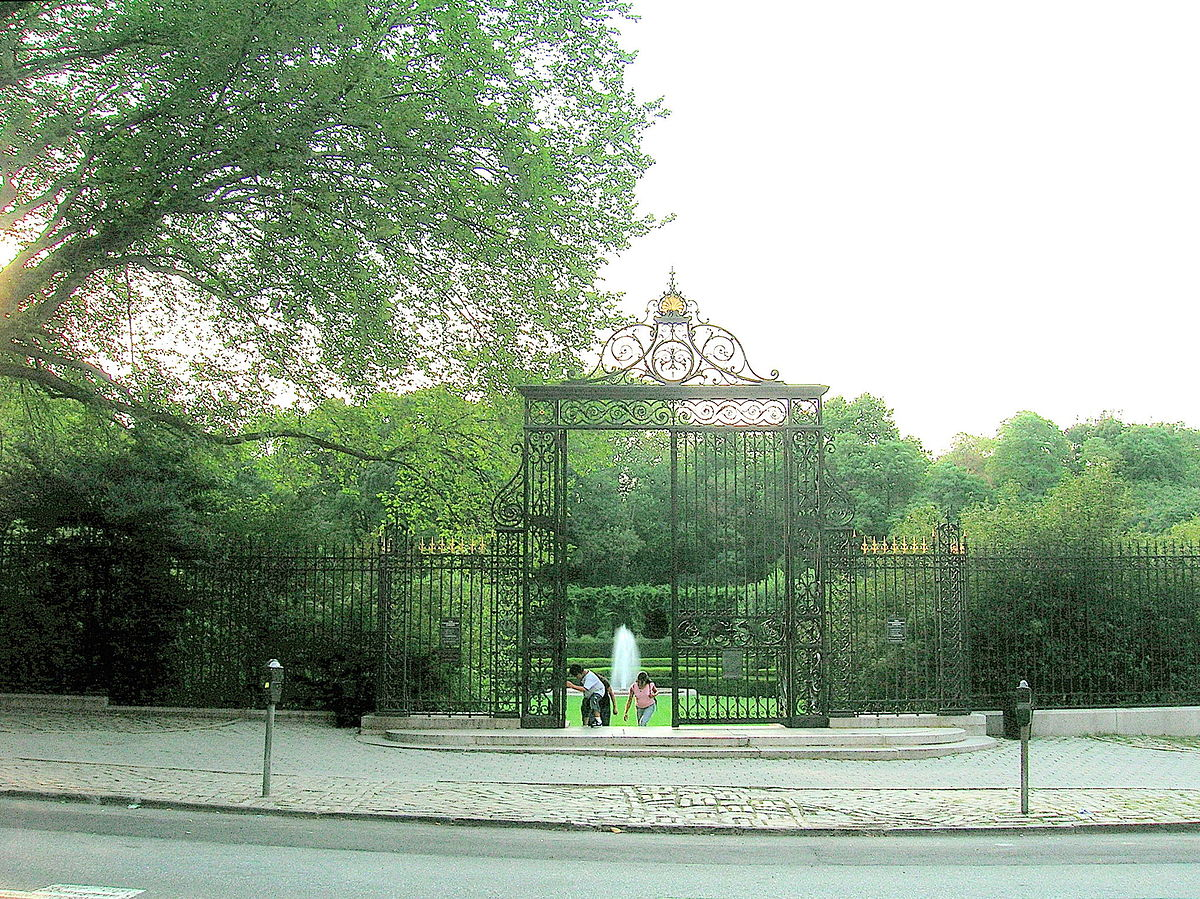 Conservatory garden wikipedia for The landscape gardener
