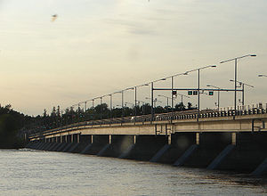 Champlain Bridge (Ottawa) - Champlain Bridge over the Ottawa River