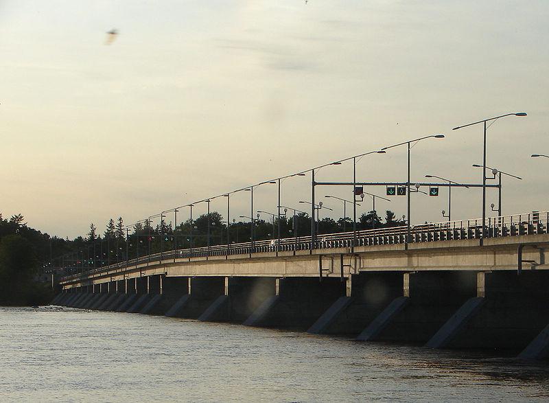 Champlain Bridge Ottawa-Aylmer.JPG