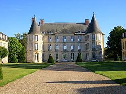 Chateau-Henonville-France.JPG