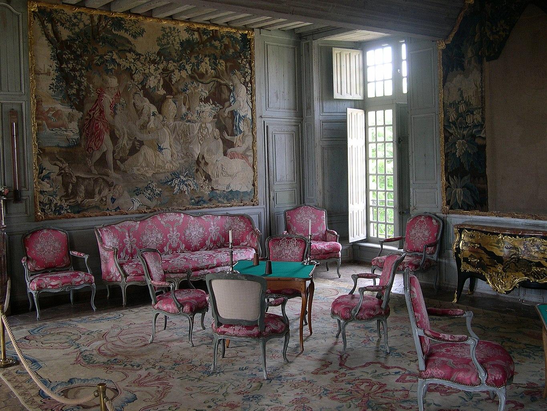 El internado (en el centro de la ciudad) 1365px-Chateau_de_Talcy_interieur_03