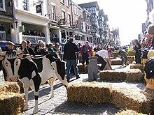 b5cdcd73f58c8c Cooper s Hill Cheese-Rolling and Wake - Wikipedia