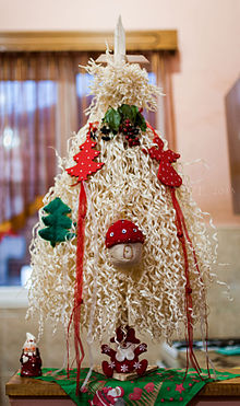 Chichilaki Georgian christmass tree 2.jpg