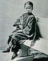 Chinese girl with bound feet (cropped).jpg