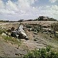 Collectie Nationaal Museum van Wereldculturen TM-20029503 Droge rivierbedding met zwerfstenen Aruba Boy Lawson (Fotograaf).jpg