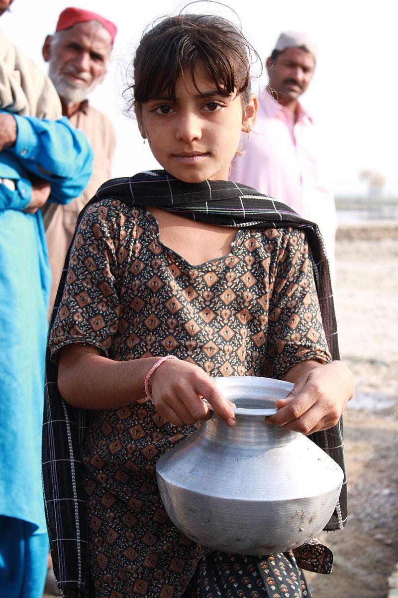 Collecting clean water in rural Sindh (5367575654).jpg