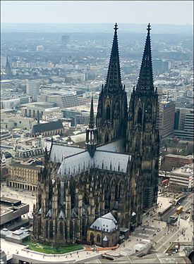 Cologne cathedral aerial (25326253726)
