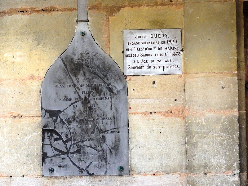Église de la Nativité de la Vierge de Combles-en-Barrois, mémorial A sur la façade