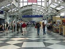 Aeropuerto O'Hare 220px-Concourse