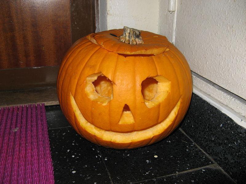File courge halloween eclairant le pied d une porte d for Decoration halloween porte d entree