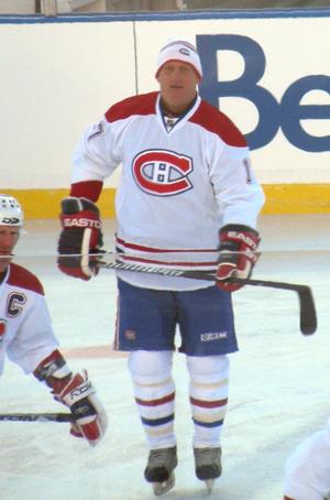 Craig Ludwig - Ludwig skating with the Montreal Canadiens' alumni team.