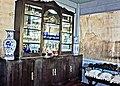 Cristaleira, quadros vasos da época.jpg
