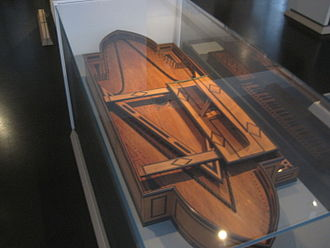 Oval spinet - The 1693 oval spinet, in the collections of the Museum für Musikinstrumente in Leipzig, Germany