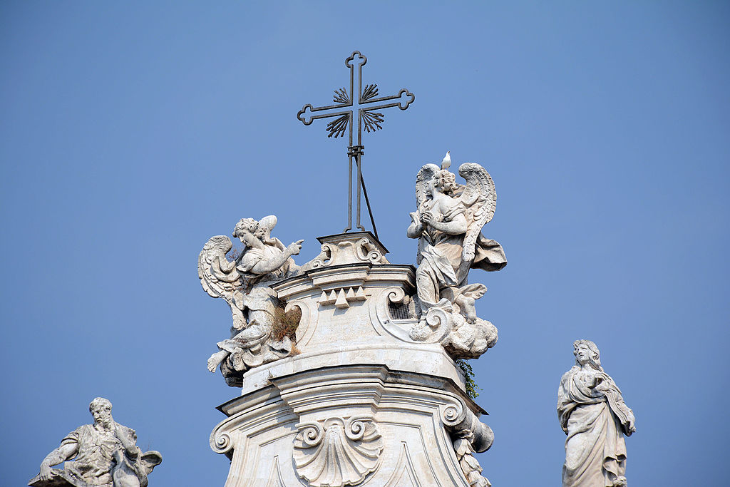 Cross and angels of Santa Croce in Gerusalemme (Rome).jpg