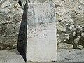 Crucifijo de piedra al lado de la basílica de Santa María del Concejo - Llanes - España - 03.JPG