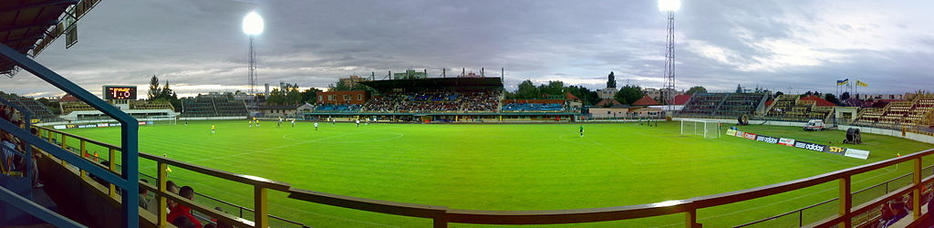 https://upload.wikimedia.org/wikipedia/commons/thumb/0/0b/Dac_Stadion_09.07.18.JPG/1024px-Dac_Stadion_09.07.18.JPG