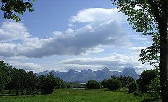 Herøy, Nordland - De syv søstre mountains seen from Herøy